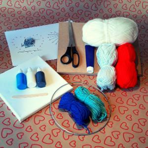 DIY pakket creatieve challenge. Hier zie je de materialen, die jij thuis gestuurd krijgt.