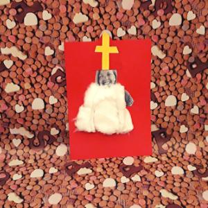 Jezelf altijd al eens als Sinterklaas willen zien? Met deze leuke DIY maak jij van jezelf een heuse Sinterklaas.