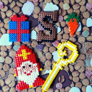 Met strijkkralen knutselen is altijd leuk. Nu zeker voor Sinterklaas met deze leuke figuren.