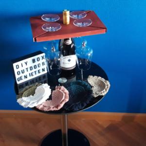 DIY box Outdoor Genieten met materialen voor 4 macrame onderzetters en een wijnplank