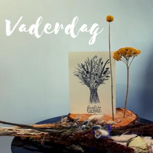 Vaderdg pakket met een boomstam schijf, een kaartje en 2 droogbloemen